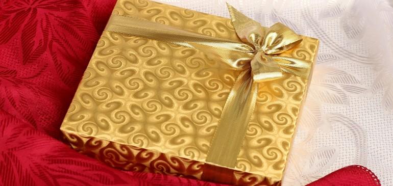 Omaggi natalizi ai clienti: il trattamento fiscale